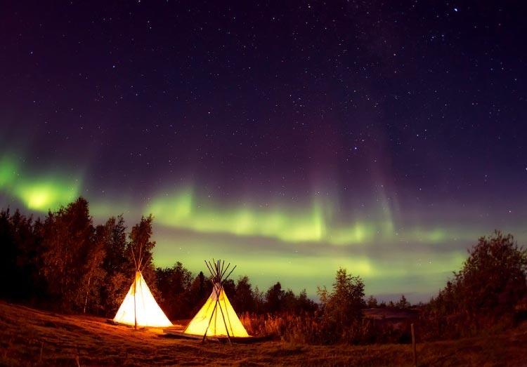 オーロラ夜景のテント