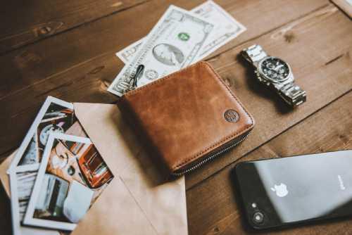財布を中央に小物の写真