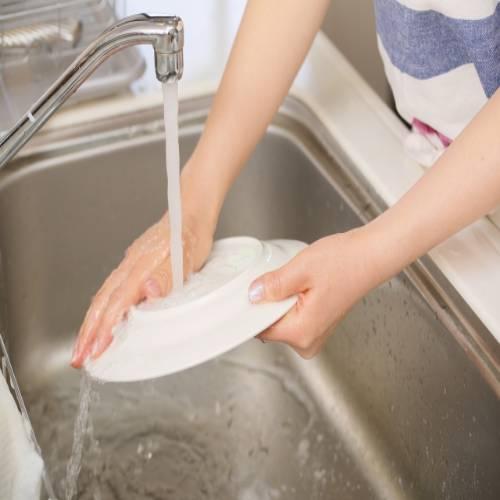 手荒れしやすい手洗いしてる画像