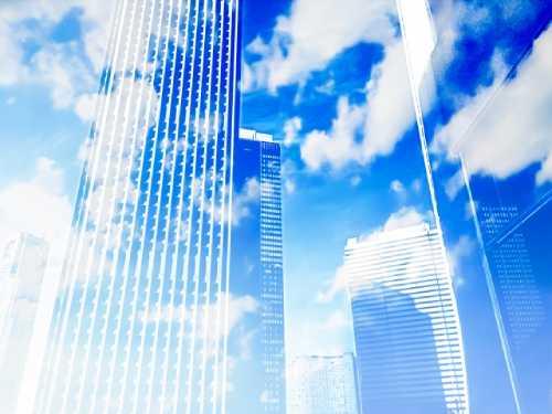 青い空とビルのイメージ画像