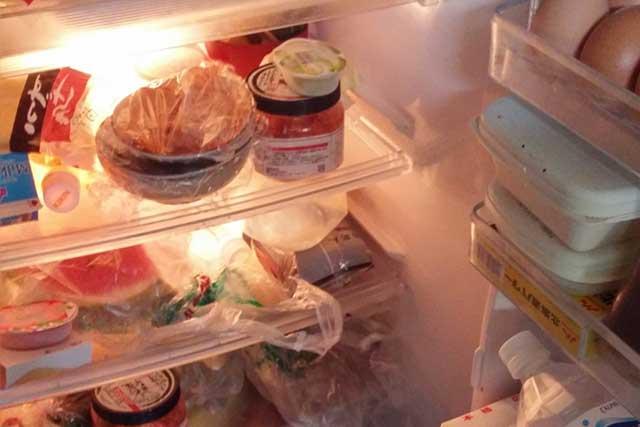 詰まった冷蔵庫