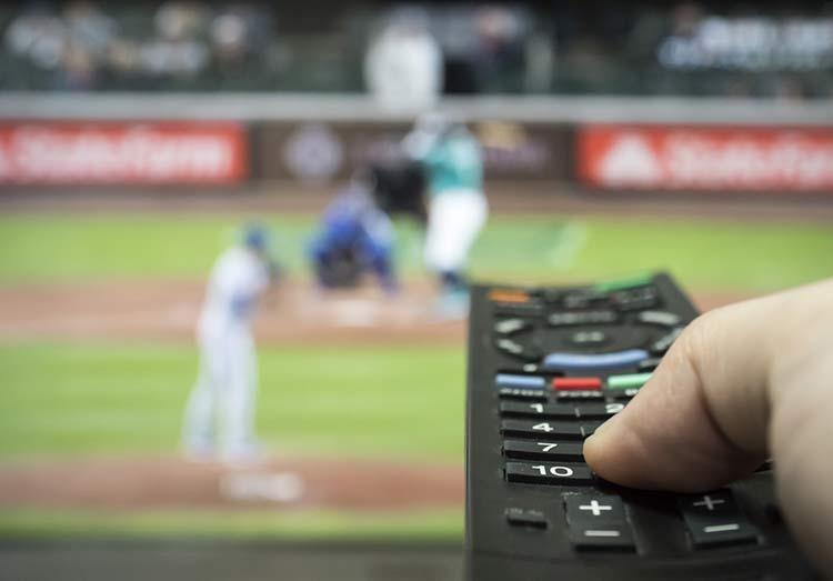 プロ野球を見るならスカパーがいい?視聴方法からプロ野球セット、中継されるかも解説