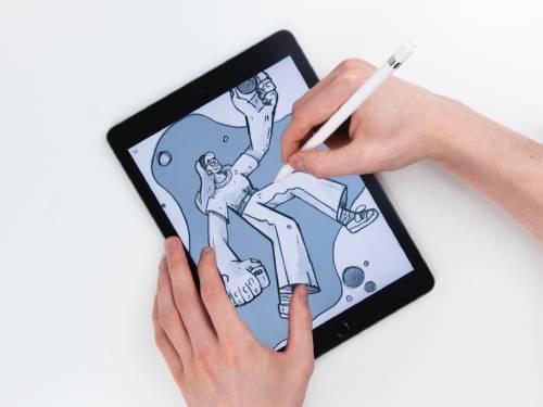 Apple PencilとiPadを使ってドローイングしている写真