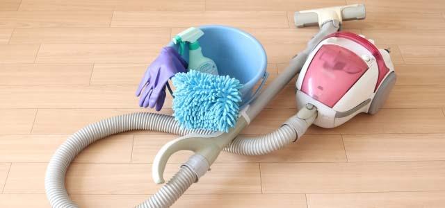 対策 エアコン 臭い エアコンの臭いの対策!臭いの原因を知ってキレイをキープしよう|横須賀・横浜・三浦のハウスクリーニングならタケヤマ