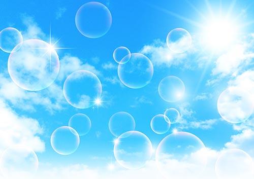 シャボン玉と青空のイメージ