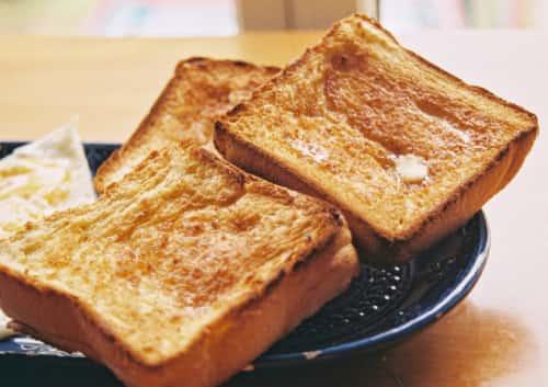 トーストした食パンの写真