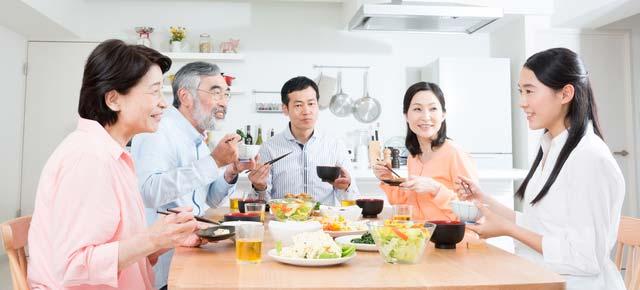 食卓を囲むイメージ