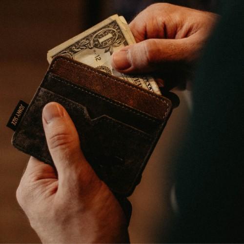 財布を出す仕草