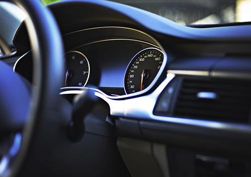 車の運転席の写真
