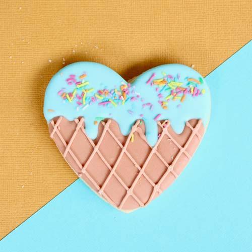 かわいいハートのアイシングクッキーの写真
