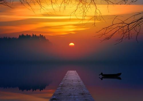 湖の日没の写真