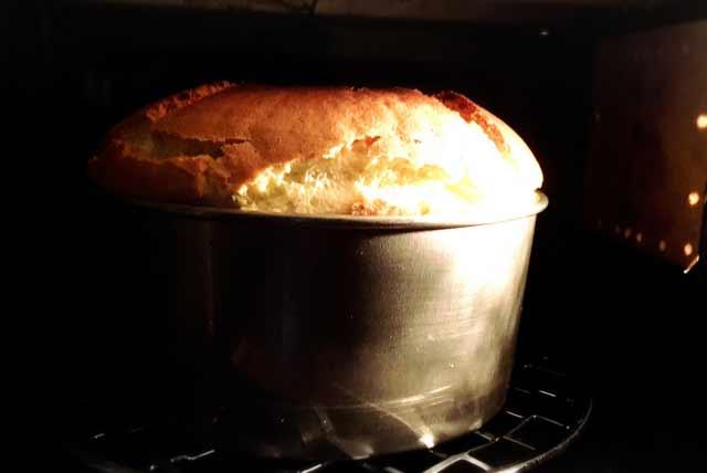 焼き立てケーキ