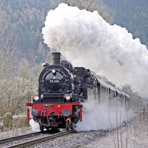 ボイラー式の例で蒸気機関車のイメージ