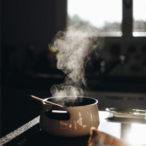 パネル式の例で鍋に湯をわかした湯気のイメージ