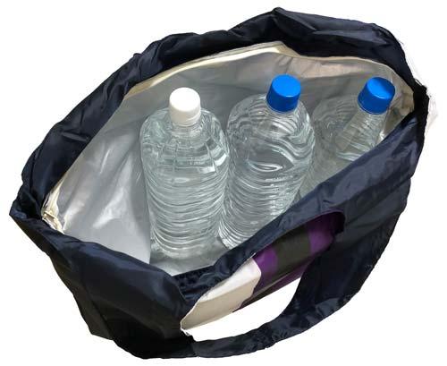 ノジマオリジナル保冷エコバッグに2Lペットボトル3本をいれてみた様子