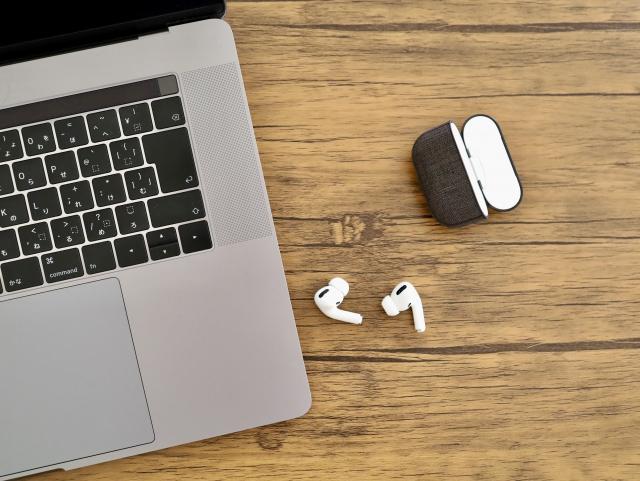 完全ワイヤレスイヤホンとパソコンの接続方法