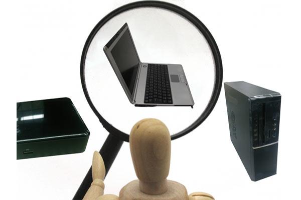 ノートパソコンを探しているイメージ画像