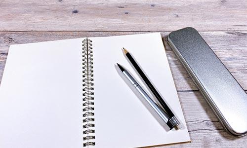 ペンとメモの画像