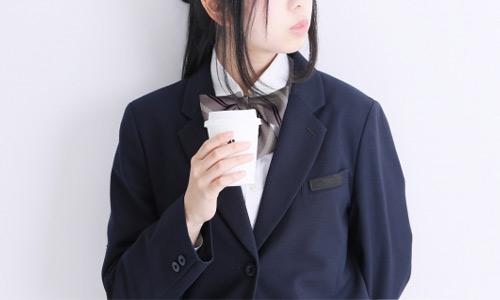 制服を着ている高校生のイメージ画像